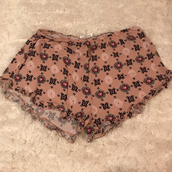 Pants - Flowy pattern shorts